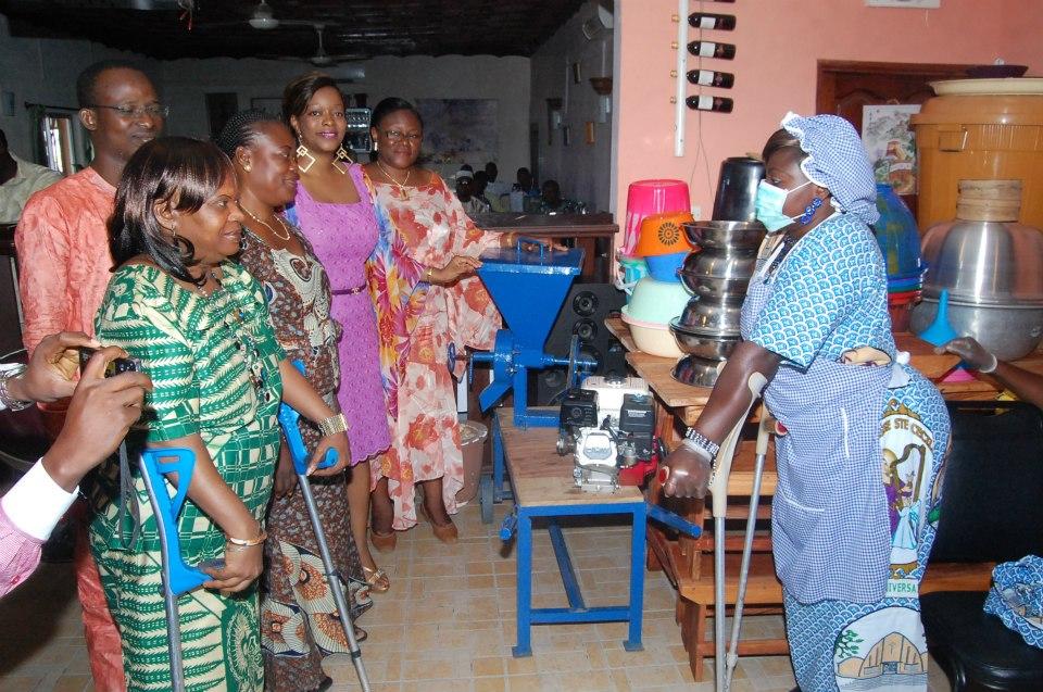 remise de matériel aux femmes handicapées
